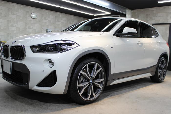 BMW X2 アルピンホワイト フロントバンパー右