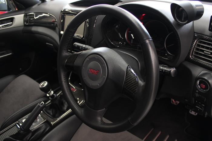 スバル インプレッサWRX STI ステアリング