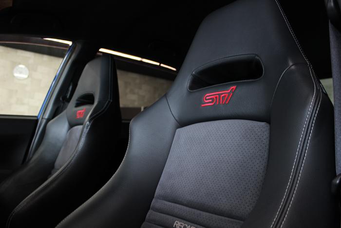 スバル インプレッサWRX STI 助手席