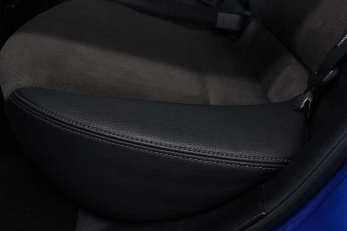 スバル インプレッサWRX STI リアシートアップ