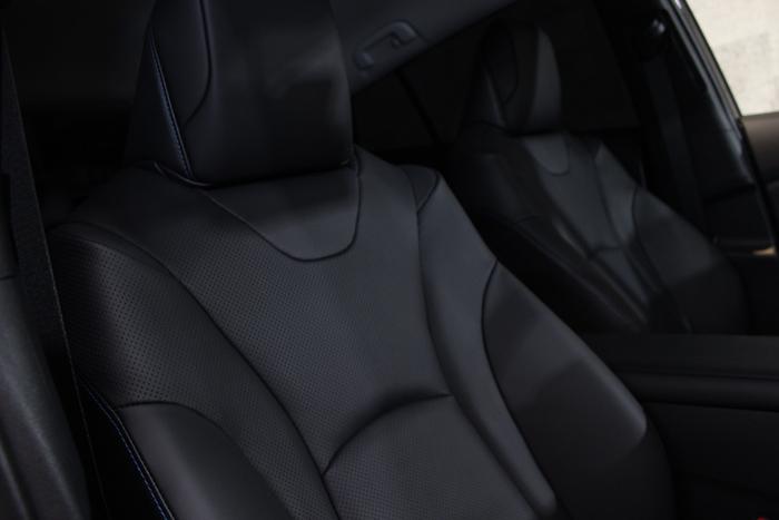 トヨタ プリウス アティチュードブラックマイカ 運転席シート