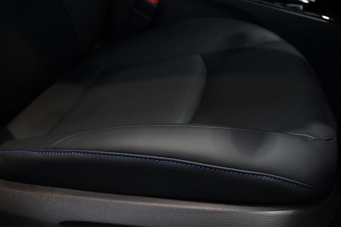 トヨタ プリウス アティチュードブラックマイカ 運転席シート 座面