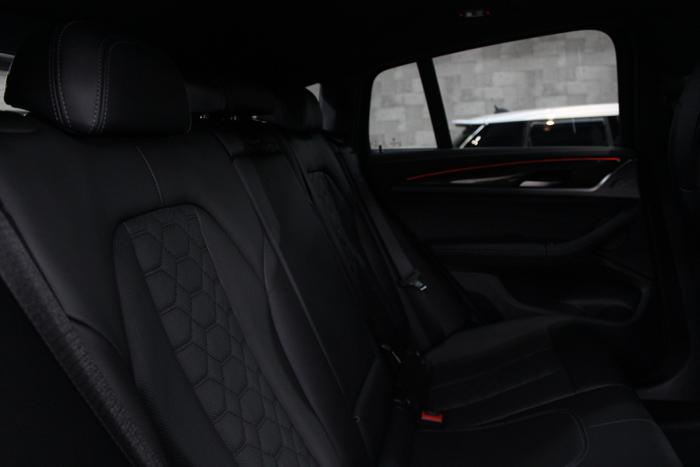 BMW X4 Mコンペティション シート メリノレザー リアシート