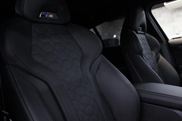 BMW X4 Mコンペティション シート メリノレザー 運転席